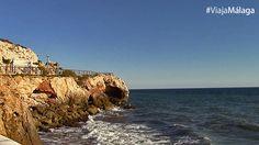 Al fondo un mirador, desde el que hay maravillosas vistas de éstas playas.