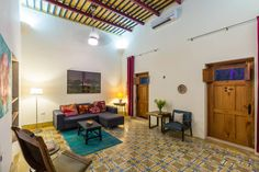 Departamento o casa entera en Mérida, MX. Lovely home near the heart of Merida. Well located near supermarkets, cafes, and restaurants. The home is a few blocks from one of the oldest squares of Merida— Parque Santiago, and about a 20 minute walk to the Main Square, plus many points of in...