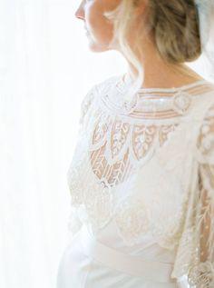 beautiful detail, gown/capelet by Jenny Packham   photo Brancoprata