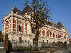 Le bâtiment principal de l'Ecole Nationale Supérieure des Arts et Industries Textiles (ENSAIT), fondée en 1881, à Roubaix