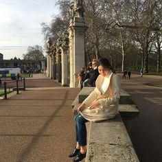잿빛 런던에서 처음으로 햇살본날 근데 육개장 먹고싶다 후  #joohyanginlondon #london #buckinghampalace  by _h_mon