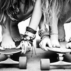 sometimes I wish I had a chick friend that would board around with me, just put in headphones and conquer every hill in the city. <3