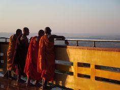 Monks at Mandalay Hill, Myanmar Mandalay, Buddhism, Blog, Wings, Album, Travel, Asia, Nice Asses, Voyage