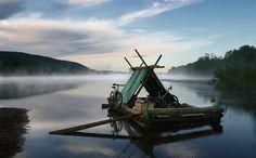 Floß fahren auf dem Fluss Klarälven in Värmland / Schweden