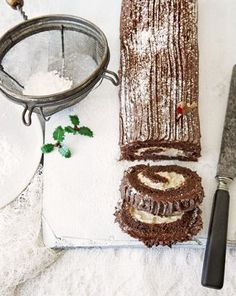 Yule log, icing, preparation, surface, cake knife.