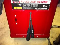 Lincoln Electric AC-225 (AC225) AC/DC stick/TIG welder conversion Welding Tips, Welding Projects, Welding Ideas, Lincoln Tig Welder, Arc Welders, Welding Design, Homemade Tools, Metal Fabrication, Ac Dc