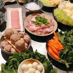 Homemade [nabemono] Japanese Hotpot: if there's one simple cooking method that crosses over nearly every Asian cuisine, then hotpot may be… Little Kitchen, Fresh Rolls, Crosses, Eve, Japanese, Homemade, Cooking, Simple, Ethnic Recipes