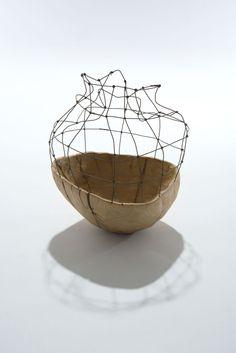 Aware by Sylvia Eustache Rools & Jérôme Pereira. Sculpture bois et fer. Contenant.