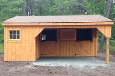 CUSTOM L-SHAPED MODULAR BARNS Our customizable modular L-shaped barns are a unique structure that will enhance any farm. Due to their unique shape they present a myriad of options for layout customization. Horse Shed, Horse Barn Plans, Horse Stalls, Horse Barn Decor, Mini Horse Barn, Simple Horse Barns, Mini Barn, Small Barn Plans, Small Barns