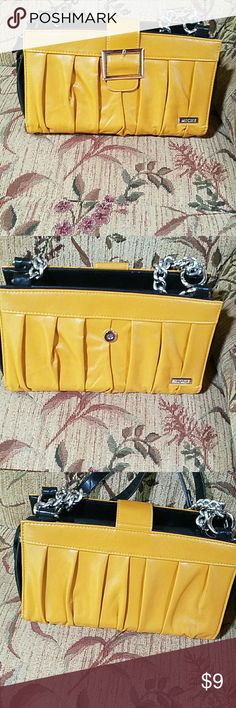 Miche Shell Cover - Vivian Mustard Yellow. Snap on buckle. Faux Leather. Makes for a more fancier looking bag. Miche Bags