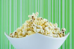 Dr Oz's ideas for cooking with coconut oil: Double Coconut Popcorn recipe & coconut oil pancake recipe; how to cook popcorn without burning. Popcorn Recipes, Snack Recipes, Healthy Recipes, Healthy Desserts, Cooking With Coconut Oil, Coconut Oil Uses, Double Coconut, Healthy Food Alternatives, Game Day Snacks