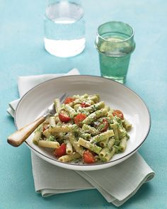 Whole wheat pasta with spinach-walnut pesto and cherry tomatoes