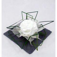 AYANA is the story of 2 passionate sisters, eager to satisfy the bride and groom in their floral research. Discover our creations in preserved or dried flowers and foliage Rose Stabilisée, Deco Originale, Decoration Originale, How To Preserve Flowers, Centerpieces, Creations, Corsages, Boutonnieres, Art Floral
