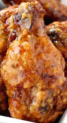 Whiskey Wings ~ Crunchy, deep fried wings tossed in a sweet whiskey glaze - or you can bake them too Crispy Fried Chicken Wings, Fried Chicken Recipes, Baked Chicken, Frango Chicken, Great Recipes, Favorite Recipes, Tandoori Masala, Turkey Recipes, Appetizer Recipes