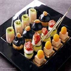 gorgeous canapes Make one from thinly sliced cucumber and radish sheets rolled up together Party Finger Foods, Party Snacks, Mini Appetizers, Appetizer Recipes, Aperitivos Finger Food, Mini Foods, Appetisers, Food Presentation, High Tea