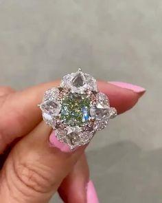 Harry Winston Engagement Rings, Luxury Engagement Rings, Green Diamond Rings, Tiffany Diamond Rings, Tiffany Engagement, High Jewelry, Jewellery, Expensive Jewelry, Website
