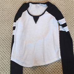 PacSun baseball tee! I love this shirt with some jean shorts and converse but its too tight on my chest area now PacSun Tops Tees - Long Sleeve