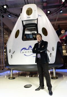 SpaceX unveilved the Dragon which is its first spacecraft capable of transporting people to the International Space Station then back to Earth. Tesla Spacex, Spacex Starship, Cosmos, Spacex Dragon, Nasa Space Program, Space Story, Astronauts In Space, Space Race, News Space