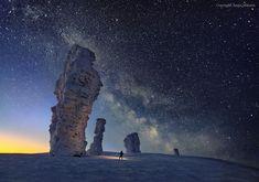 La Vía Láctea sobre las Formaciones Rocosas de los Siete Hombres Fuertes | Imagen astronomía diaria - Observatorio