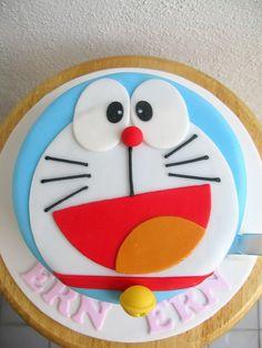 Ern Ern's doraemon face cake by joannefam, via Flickr