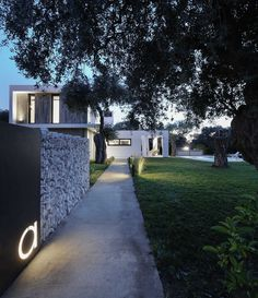Olion villa AA 02 Refreshing House Designed by of Architecture in Thassos, Greece Architecture Résidentielle, Modern Architecture Design, Modern House Design, Tulum, Bungalow, Home Landscaping, Residential Landscaping, Landscape Walls, Spanish Style