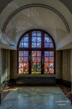 Evert Buitendijk Fotografie Glas in lood bij bij de voormalige vertrekken van de directie RDM. — met Rotterdam Wereldstad, Gemeente Rotterdam en Stadsambassadeurs Rotterdam bij RDM Campus.