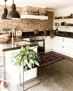 its-my-living:The Definitive Source for Interior Designersits-my-homeliving:Kitchen Inspiration //. its-my-living:The Definitive Source for Interior Designersits-my-homeliving:Kitchen Inspiration //. Home Decor Kitchen, Kitchen Interior, Home Interior Design, Home Kitchens, Interior Modern, Kitchen Ideas, Tuscan Kitchens, Interior Design Farmhouse, Kitchen Decorating