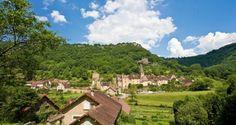L'un des plus beaux villages de France : Baume les Messieurs | Jura, France | Photo Studio Vision/Jura Tourisme | #JuraTourisme #Jura