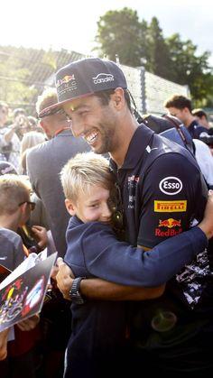 Ricciardo F1, Daniel Ricciardo, Female Race Car Driver, Watch F1, Thing 1, Man Crush Everyday, F1 Drivers, Go Kart, Mini Me