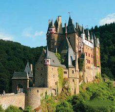 Burg Eltz in Germany The Beautiful Country, Beautiful Places In The World, Beauty Around The World, Around The Worlds, Different Architectural Styles, Round Tower, Germany Castles, Cathedral Church, Medieval Castle