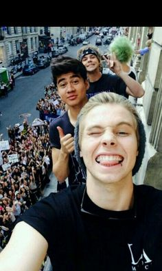 Micheal Clifford get in the pic but of course he is taking a selfie too