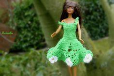 Spielzeug  - Barbiekleid mit Häkelblüten - ein Designerstück von Sabisilke bei DaWanda