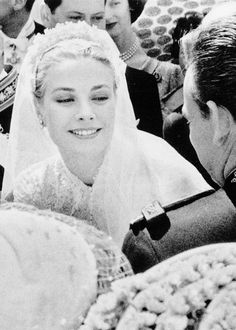 Grace Kelly on her wedding day, with Prince Rainier of Monaco, photograph by Howell Conant, April 1956 Hollywood Glamour, Classic Hollywood, Old Hollywood, Divas, Royal Brides, Royal Weddings, Princesa Grace Kelly, Albert Von Monaco, Patricia Kelly