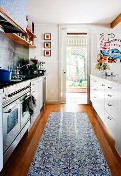 I am a quiet fan of pressed metal tin and love my blues! Always had a small shine for these tiles...