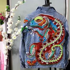 ,Denim Jacket Hand Embroidery Salamander Good a few ideas for wonderful embroidery By embroidering lovely styles, little numbers or beautiful boundarie. Hand Embroidery Patterns, Beaded Embroidery, Denim Art, Mode Top, Beaded Jacket, Denim Ideas, Denim Crafts, Painted Clothes, Embroidery Fashion