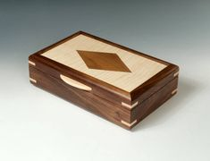 Handcrafted Keepsake Box with Diamond Inlay Large Jewelry Box, Wooden Jewelry Boxes, Woodworking Box, Woodworking Projects, Wood Box Design, Jewellery Box Making, Dresser Top, Woodworking Inspiration, Small Boxes