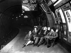 Underground Music, 1928 listening to records