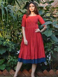 Gorgeous 52 Wonderful Cotton Dress Ideas For Women Style Simple Frocks, Casual Frocks, Kalamkari Dresses, Ikkat Dresses, Long Gown Dress, Frock Dress, Long Frock, Cotton Frocks, Cotton Dresses