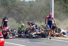 """Blog Esportivo do Suíço:  """"Strike"""" na Volta da França derruba vários ciclistas, incluindo líder da etapa"""