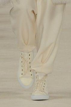 """Classiques décalés : Baskets RalphLaurenen cuir crèmede la Collection Automne2014, choisies hier par WWD comme """"NY Shoe of the Day"""""""