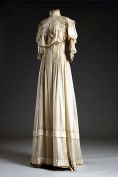 Cream silk taffeta dress, 1906. It was worn by the donor, Sarah Francis Roach, for her wedding on April 18, 1906.  Via Charleston Museum, flickr.
