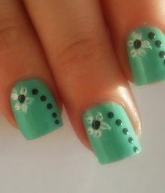 Verde menta uñas