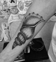 #тату #татуировка #домашняятатуировка #графика #дотворк #дотворктату #чб #ракушка #tattoo #graphic #dotwork #dotworktattoo #bw #hometattoo #shell