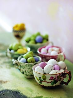Easter Teacups |via northwudzgirl  this is so cute..love the teacup in the foreground.