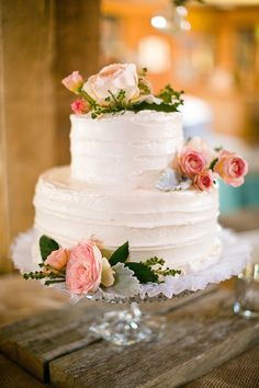 Loved The Greenery Under This Simple White Wedding Cake We Love Surrounding Cakes With Result Is Absolutely Stunning