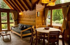Log Cabin Living, Log Cabin Homes, Mountain House Decor, Estilo Colonial, Asian House, House Deck, Homestead Living, Cabins And Cottages, Loft