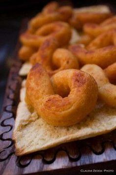 Anelli di patata e pecorino: i Gathulis   Koendi.it #Sardegna #Sardinia #ricettesardegna #ricettesardinia #Koendi #dolcisardegna