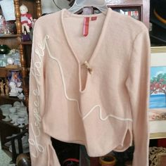 Women's 100% Wool Sweater Beautiful pink 100% wool sweater with beautiful designs in excellent used condition. koperhaus Sweaters