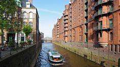 Der Lagerhauskomplex ist eine der Top-Sehenswürdigkeiten Hamburgs. Hinter den schönen Backsteinfassaden locken zahlreiche Angebote - vom Gewürzmuseum bis zur Modelleisenbahn.