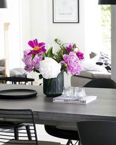 In Diesem Esszimmer Im Modernen Skandinavischen Stil Stimmt Jedes Detail.  Wunderschöne Blumen